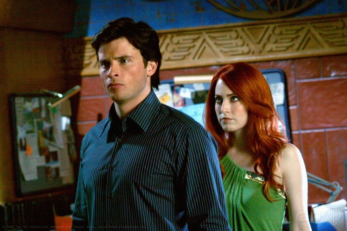 Charlotte Sullivan and Tom Welling in Smallville (2001)