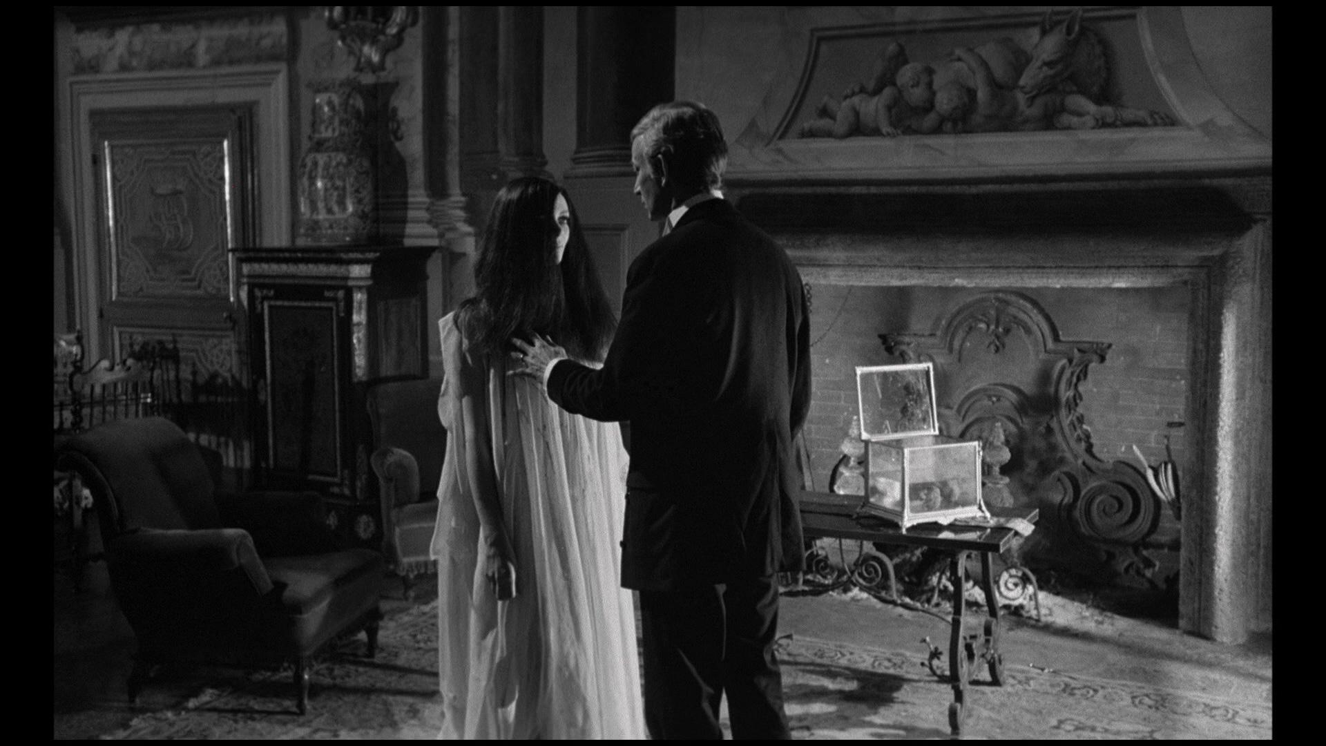 Paul Muller and Barbara Steele in Amanti d'oltretomba (1965)