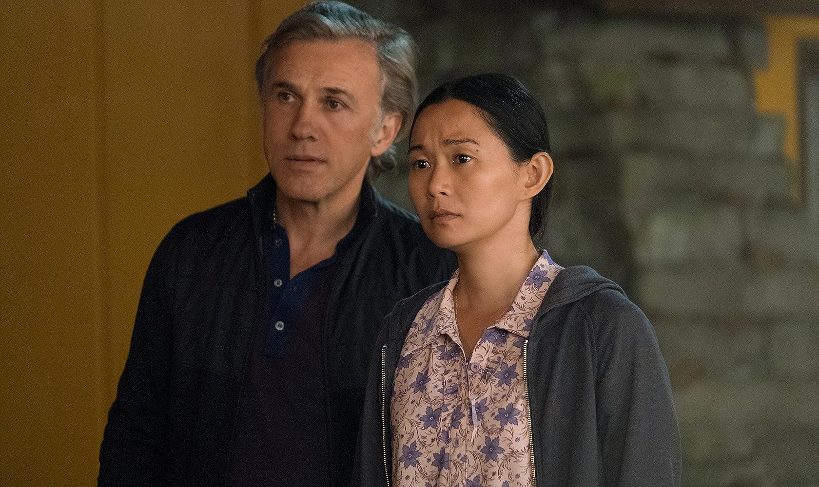 Hong Chau bersama Christoph Waltz