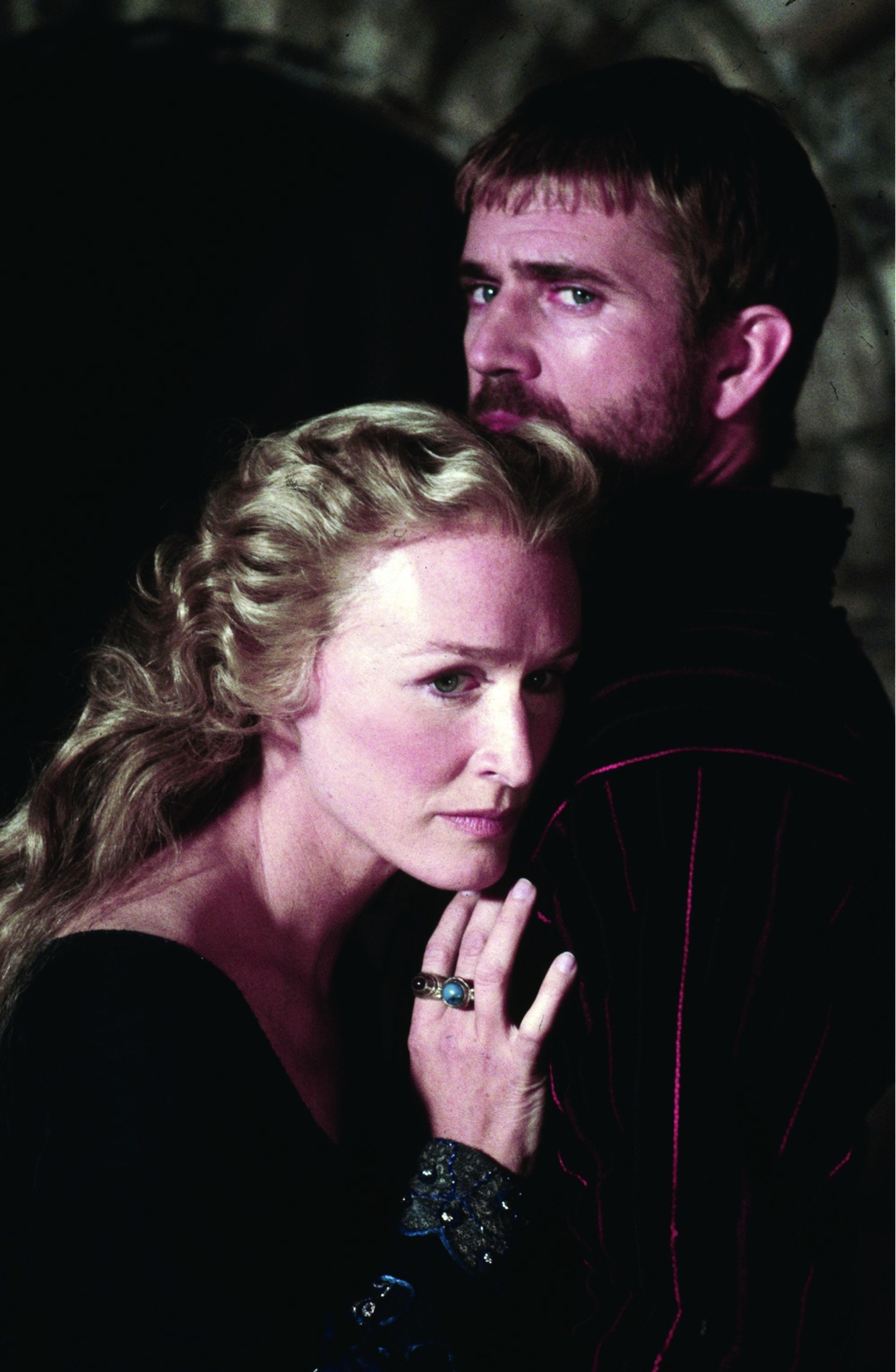 Mel Gibson and Glenn Close in Hamlet (1990)