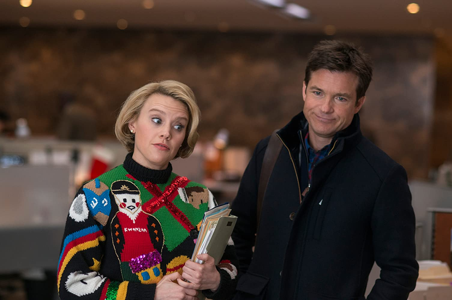 Jason Bateman and Kate McKinnon in Office Christmas Party (2016)