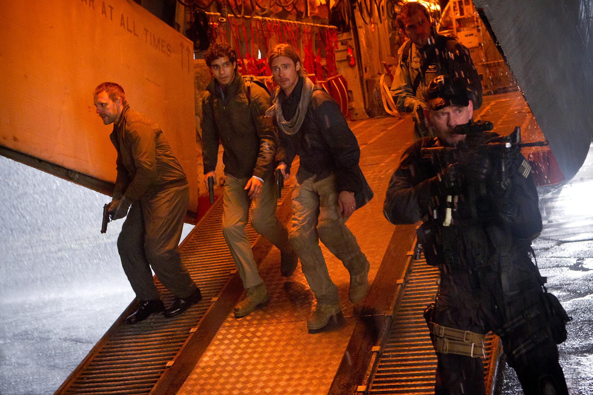 Brad Pitt, Grégory Fitoussi, John Gordon Sinclair, and Elyes Gabel in World War Z (2013)