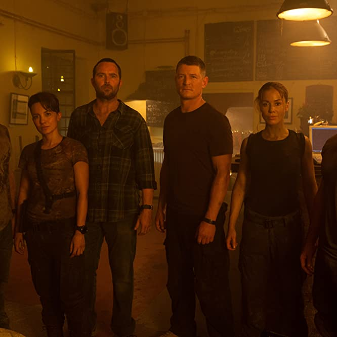 Daniel MacPherson, Sullivan Stapleton, Philip Winchester, Warren Brown, Roxanne McKee, and Alin Sumarwata in Strike Back (2010)