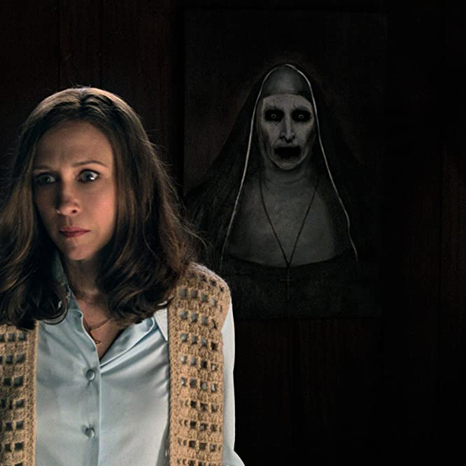 Bonnie Aarons and Vera Farmiga in The Conjuring 2 (2016)