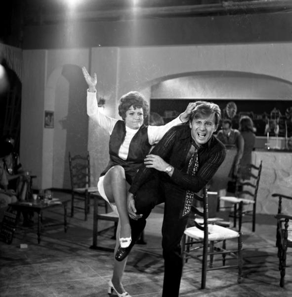 Kostas Karras and Rena Vlahopoulou in I Pariziana (1969)