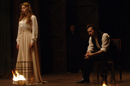 Edward Norton and Jessica Biel in The Illusionist (2006)