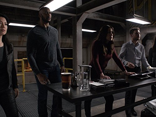 Ming-Na Wen, Henry Simmons, Iain De Caestecker, and Chloe Bennet in Agents of S.H.I.E.L.D. (2013)