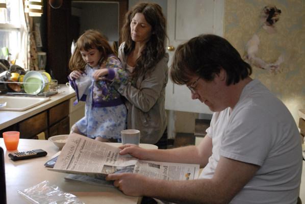 Philip Seymour Hoffman, Catherine Keener, and Sadie Goldstein in Synecdoche, New York (2008)