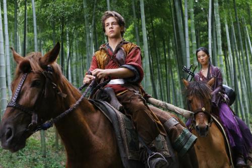 Michael Angarano dan Yifei Liu dalam The Forbidden Kingdom (2008)