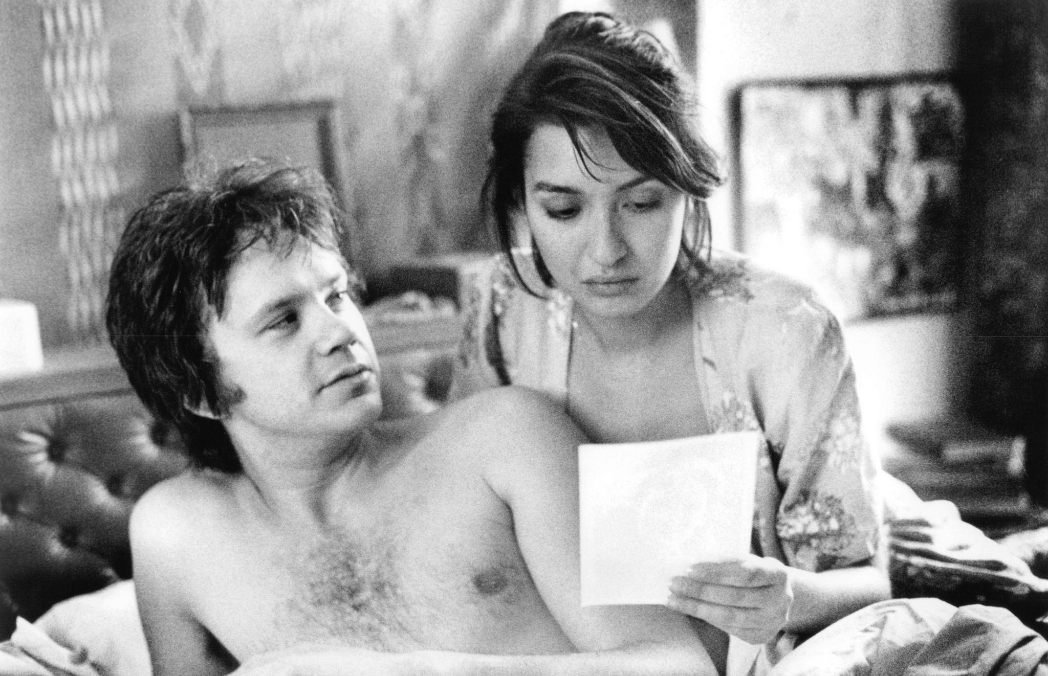 Tim Robbins and Elizabeth Peña in Jacob's Ladder (1990)