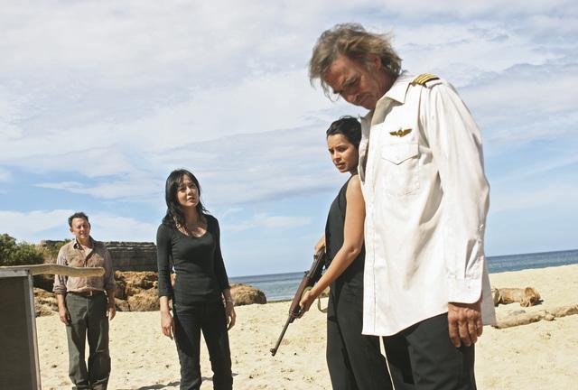 Jeff Fahey, Michael Emerson, Yunjin Kim, and Zuleikha Robinson in Lost (2004)