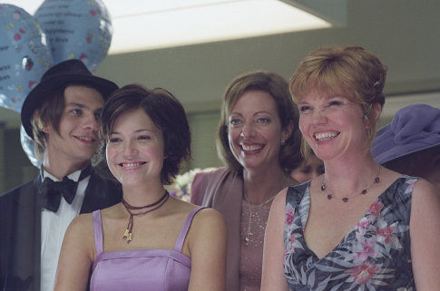 Allison Janney, Trent Ford, Mandy Moore, and Connie Ray in How to Deal (2003)
