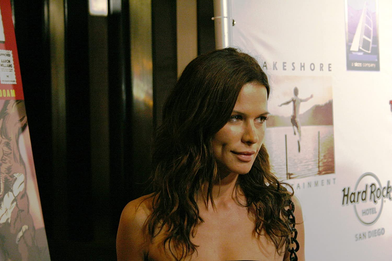Kate Lester Porn gallery Jaime Lee Kirchner,Elizabeth Mitchell