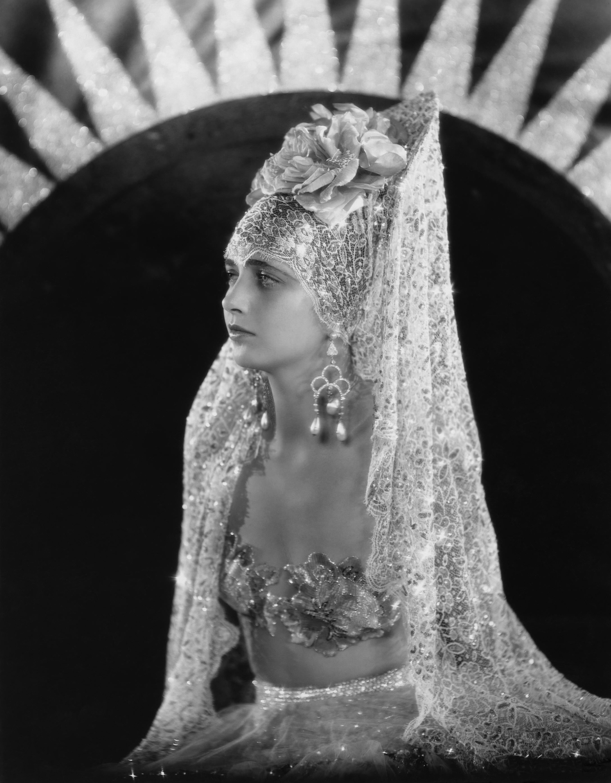 Kay Francis in Behind the Make-Up (1930)