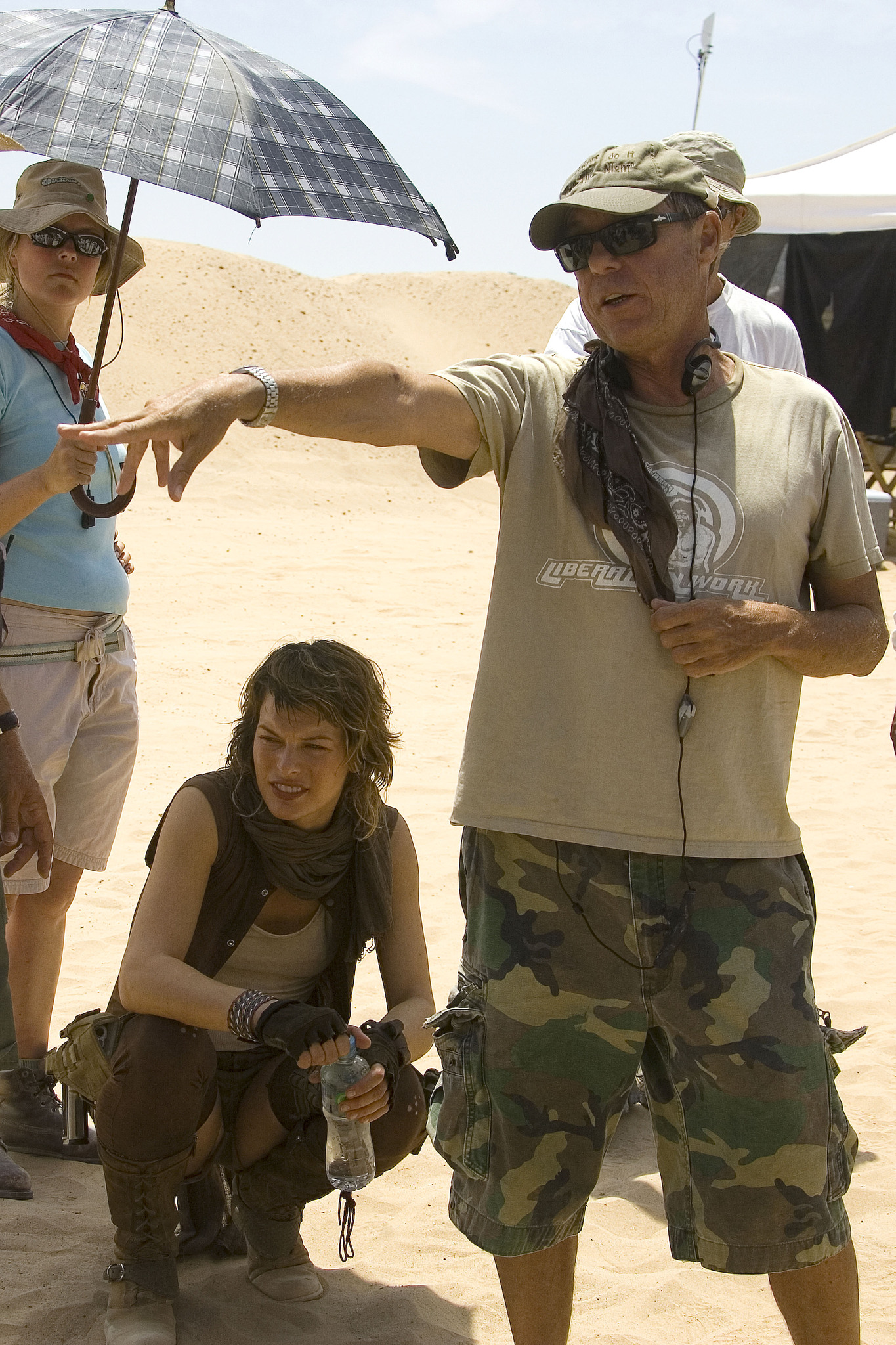 Milla Jovovich and Russell Mulcahy in Resident Evil: Extinction (2007)