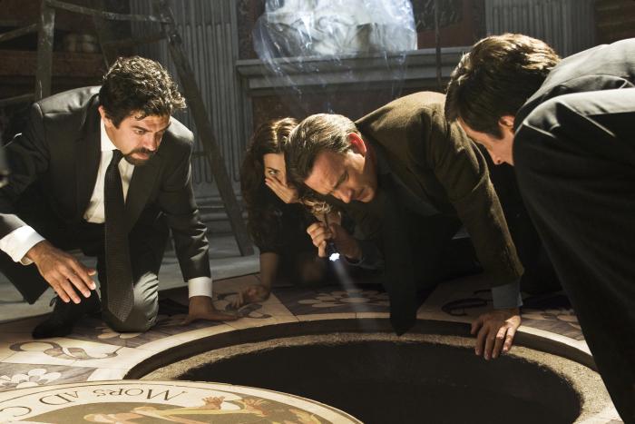 Tom Hanks, Pierfrancesco Favino, David Pasquesi, and Ayelet Zurer in Angels & Demons (2009)