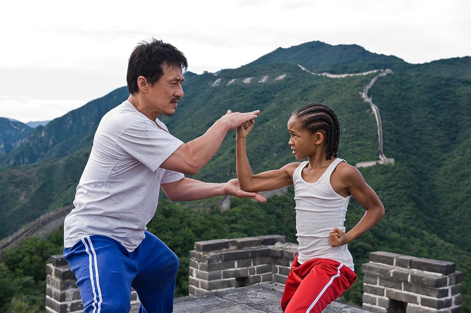 Jackie Chan dan Jaden Smith dalam film The Karate Kid.
