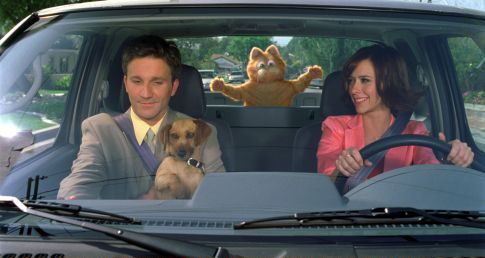 Jennifer Love Hewitt and Breckin Meyer in Garfield (2004)