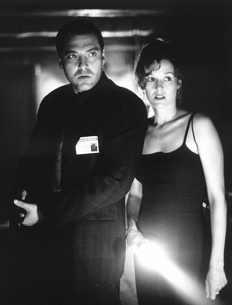 Penelope Ann Miller and Tom Sizemore in The Relic (1997)
