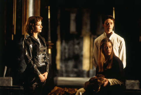 (l-r) Princess Irulun (Julie Cox), Ghanima (Jessica Brooks) and Leto II (James McAvoy)