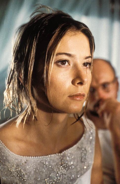 Yuliya Vysotskaya in Dom durakov (2002)