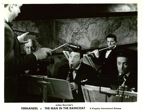 Fernandel in L'homme à l'imperméable (1957)