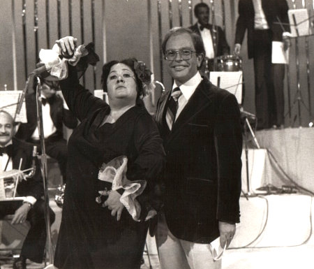 "'Chachita' & Raúl Velasco during a live broadcast of: ""Siempre en domingo"" (1971)"