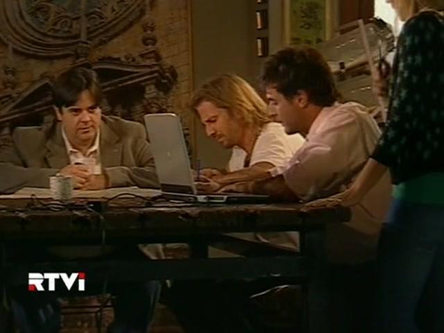 Facundo Arana and Carlos Portaluppi in Vidas robadas (2008)