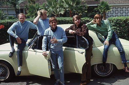 BEACH BOYS MIKE LOVE,AL JARDINE,BRUCE JOHNSTON, CARL WILSON,DENNIS WILSON CIRCA 1966