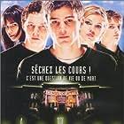 Elijah Wood, Josh Hartnett, Shawn Hatosy, Jordana Brewster, and Clea DuVall in The Faculty (1998)