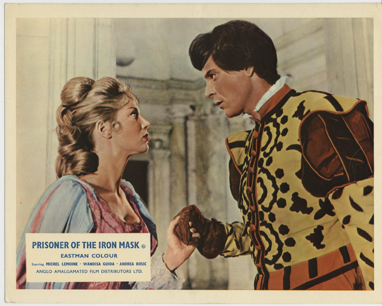 Wandisa Guida and Michel Lemoine in La vendetta della maschera di ferro (1961)