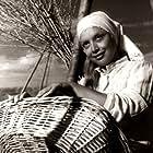 Gina Maria Hidalgo in Los gauchos judíos (1975)