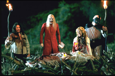 Matthew McGrory, Sheri Moon Zombie, Bill Moseley, and Robert Allen Mukes in House of 1000 Corpses (2003)