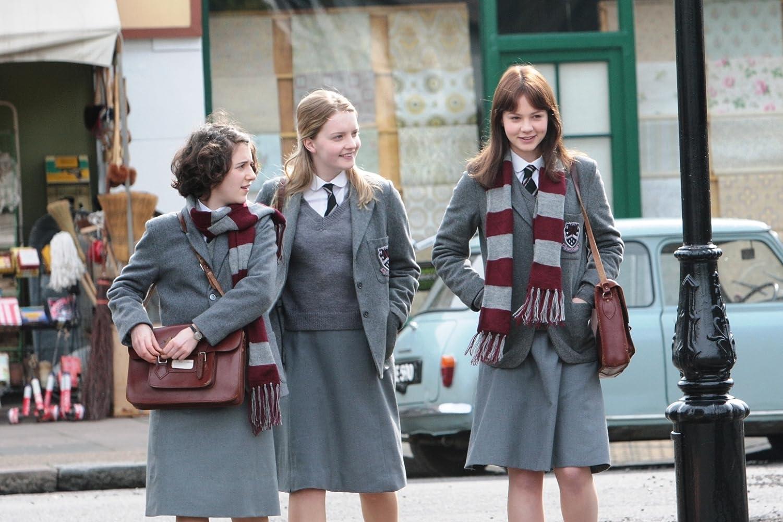 Amanda Fairbank-Hynes, Carey Mulligan, dan Ellie Kendrick in An Education (2009)