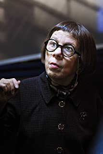 Linda Hunt Picture