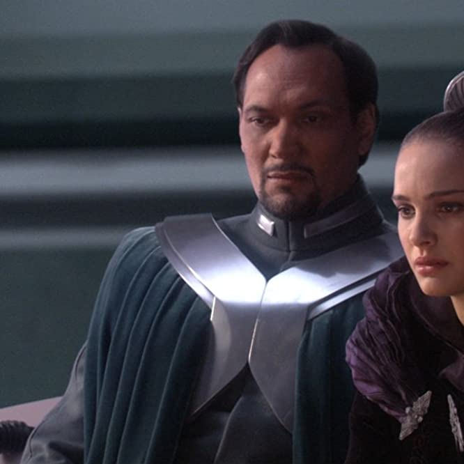 Natalie Portman and Jimmy Smits in Star Wars: Episode III - Revenge of the Sith (2005)
