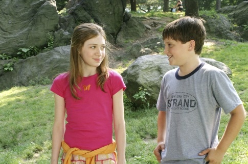 Josh Hutcherson and Charlotte Ray Rosenberg in Little Manhattan (2005)