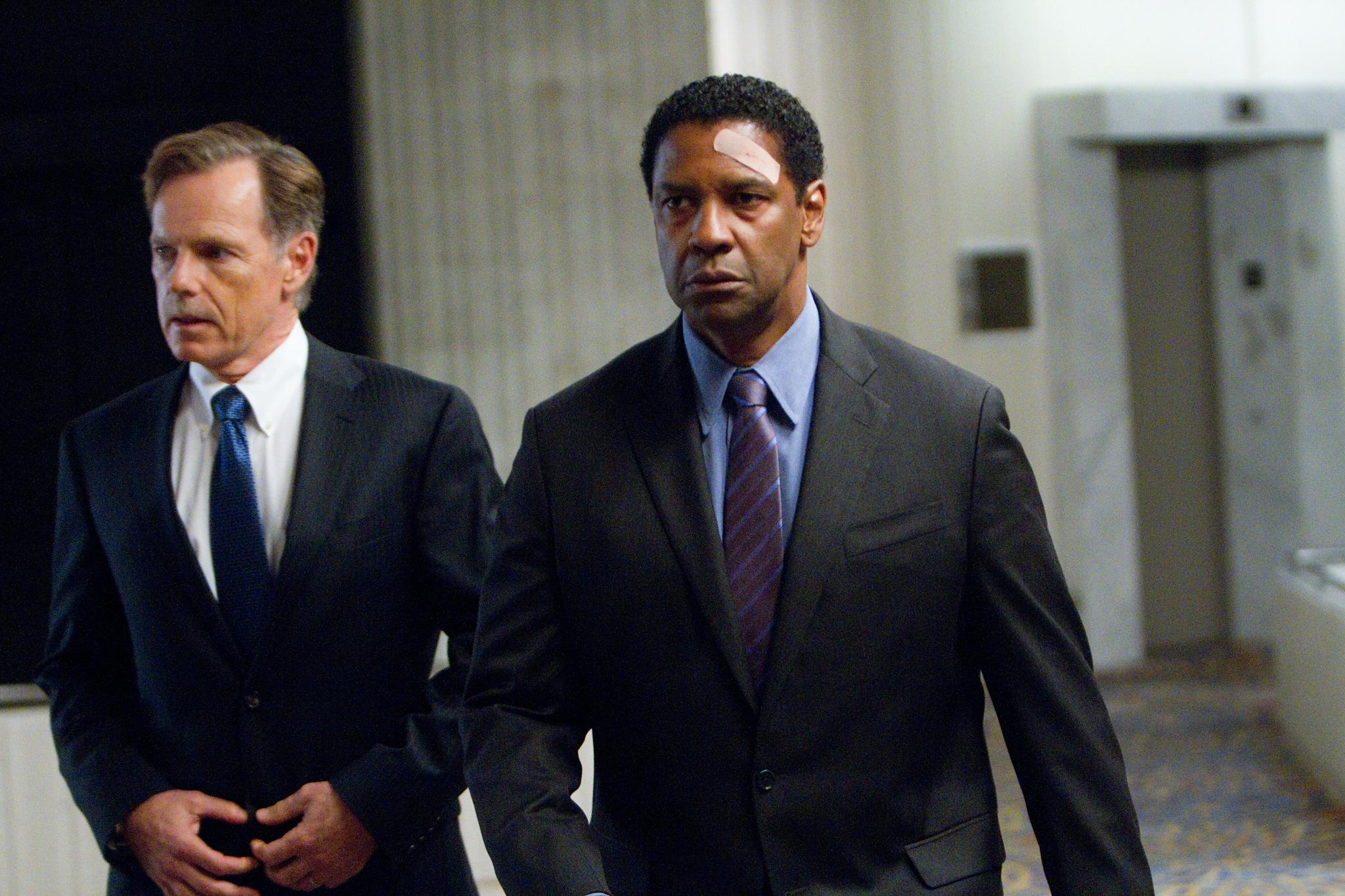 Denzel Washington and Bruce Greenwood in Flight (2012)
