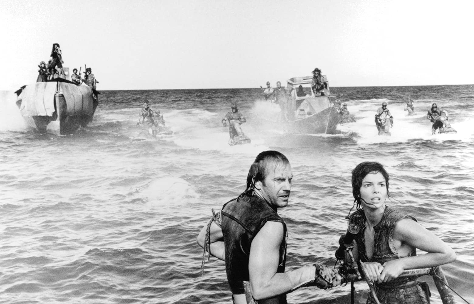 Kevin Costner and Jeanne Tripplehorn in Waterworld (1995)