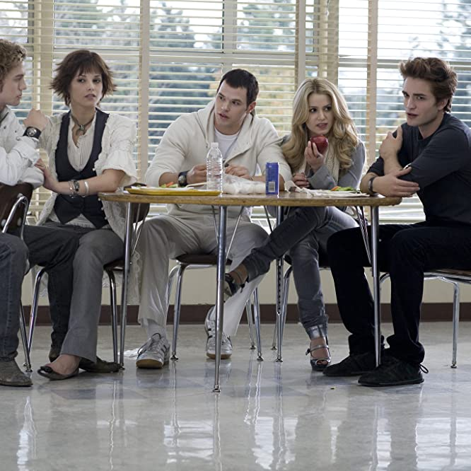 Nikki Reed, Robert Pattinson, Kellan Lutz, Jackson Rathbone, and Ashley Greene in Twilight (2008)