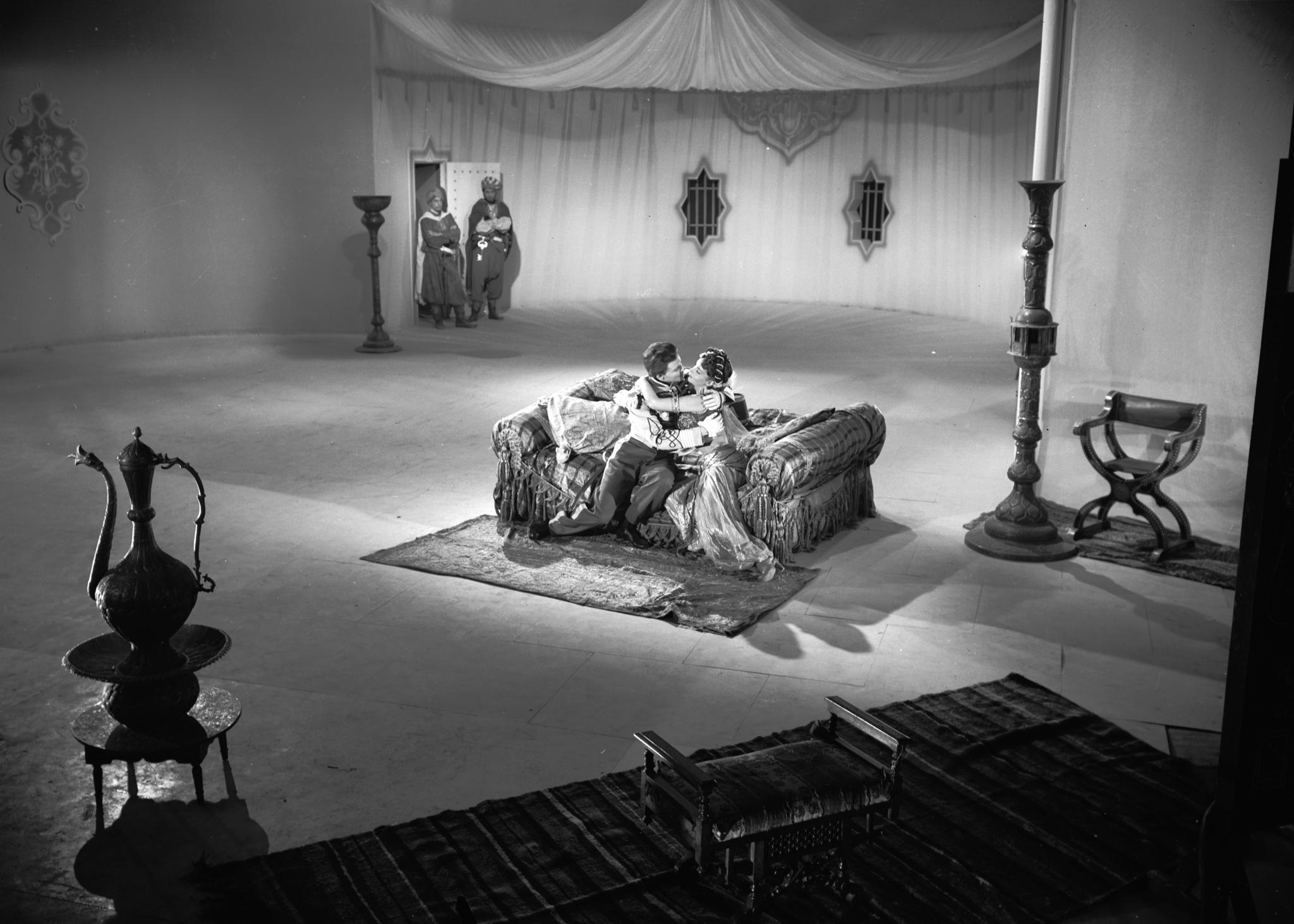 Gina Lollobrigida and Gérard Philipe at an event for Les belles de nuit (1952)