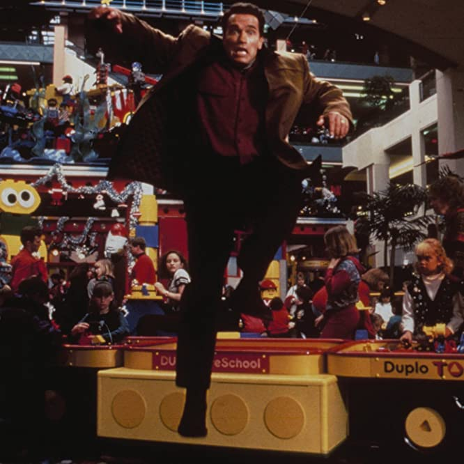 Arnold Schwarzenegger in Jingle All the Way (1996)
