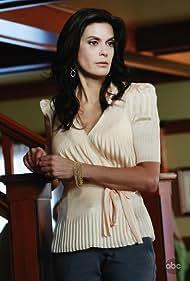 Teri Hatcher in Desperate Housewives (2004)