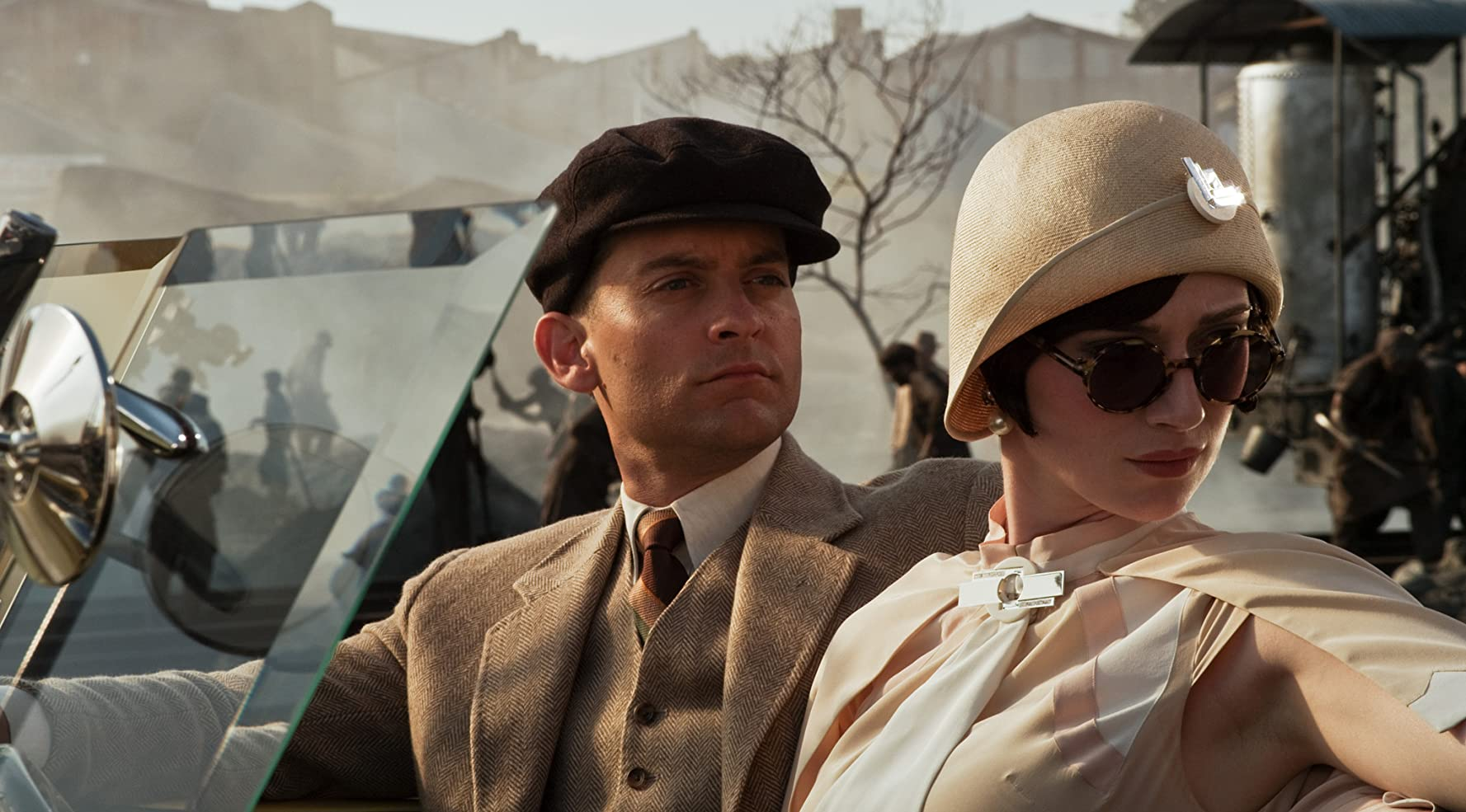 Tobey Maguire and Elizabeth Debicki in The Great Gatsby (2013)