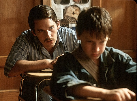 Ethan Hawke and Noah Fleiss in Joe the King (1999)
