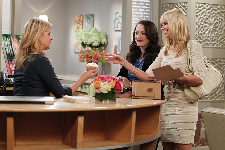 Allison Dunbar, Kat Dennings, and Beth Behrs in 2 Broke Girls (2011)