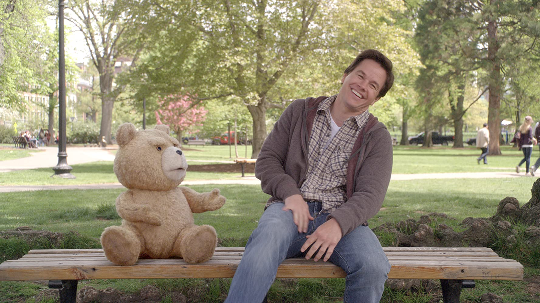 Mark Wahlberg and Seth MacFarlane in Ted (2012)