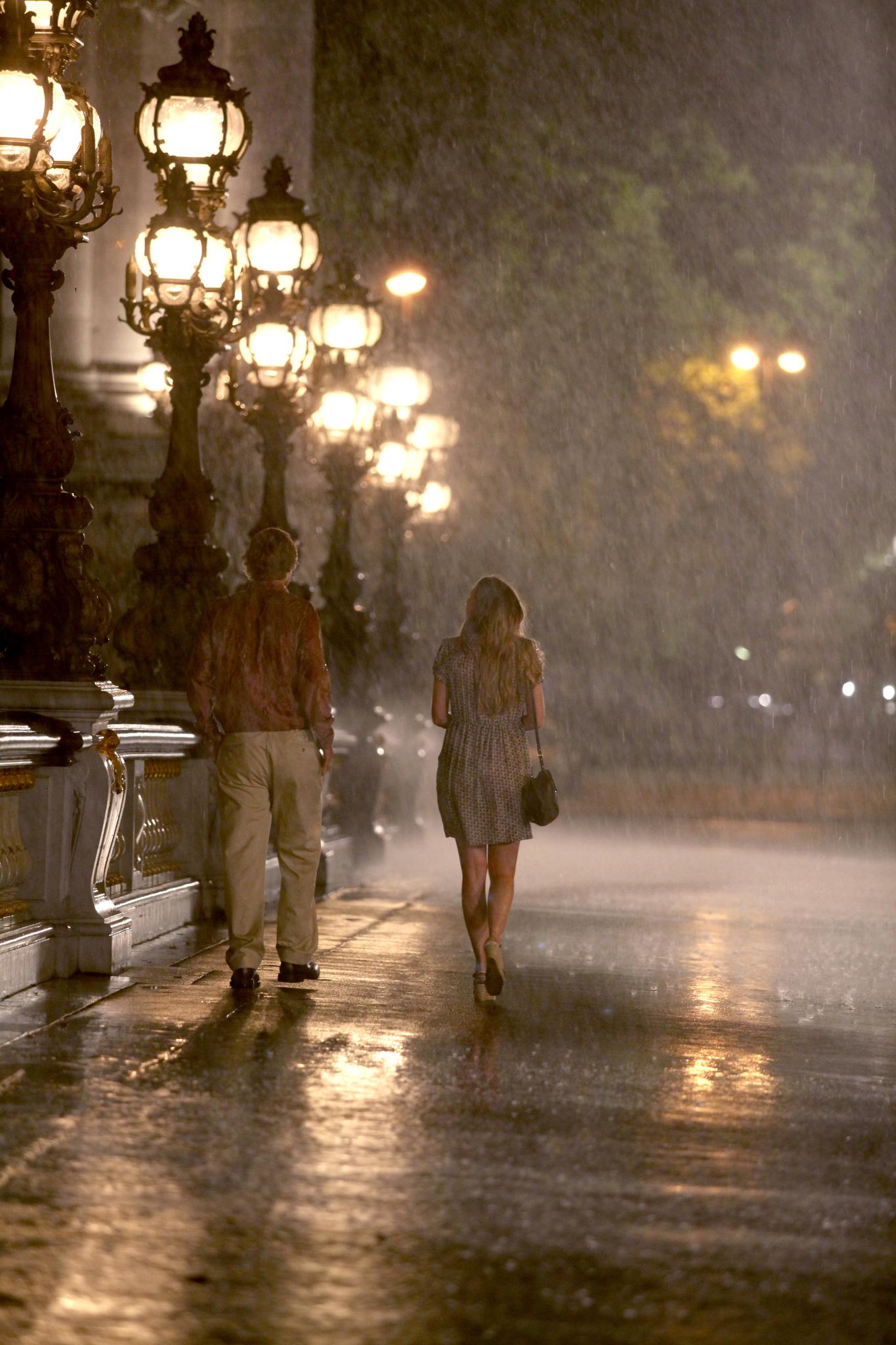 Owen Wilson and Léa Seydoux in Midnight in Paris (2011)