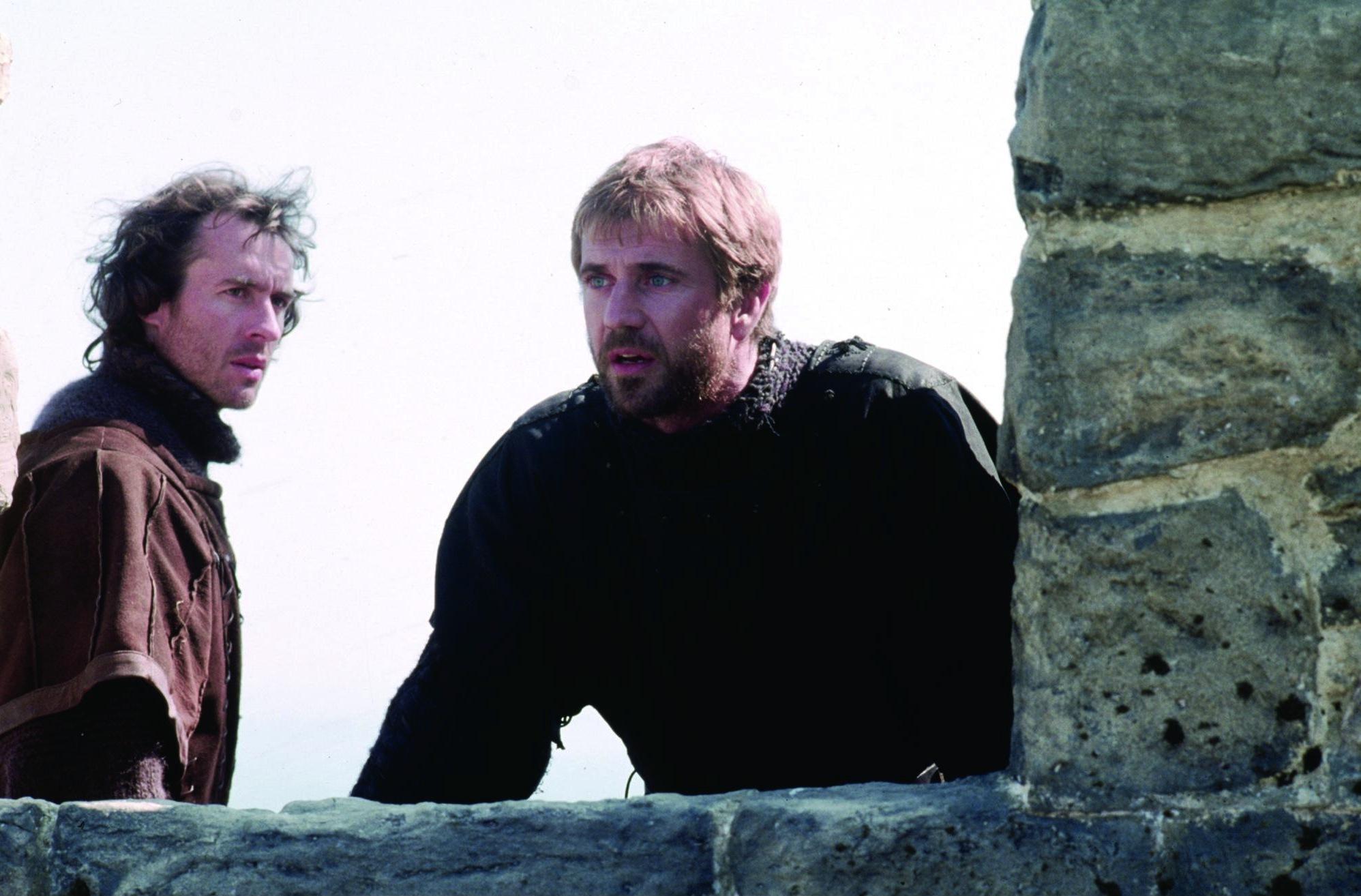 Mel Gibson and Stephen Dillane in Hamlet (1990)