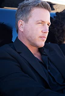 Lochlyn Munro Picture